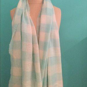 NEVER WORN cashmere scarf